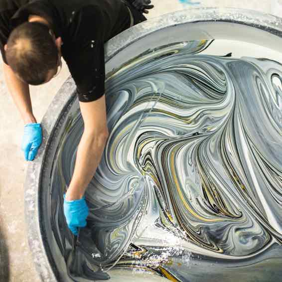 Farrow and Ball Paint Swirl in der Produktion